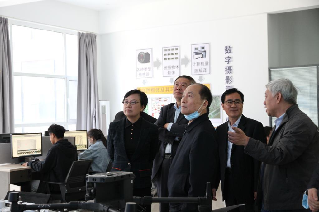 中国职业技术教育学会会长、教育部原副部长鲁昕莅临我校视察指导职业教育工作