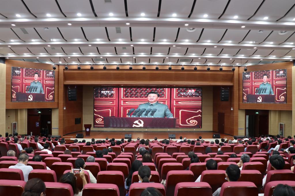 我校组织教职工观看庆祝中国共产党成立100周年大会直播